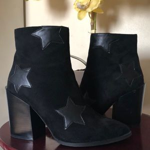 Suedette + Star Ankle Boots / Booties Nasty Gal
